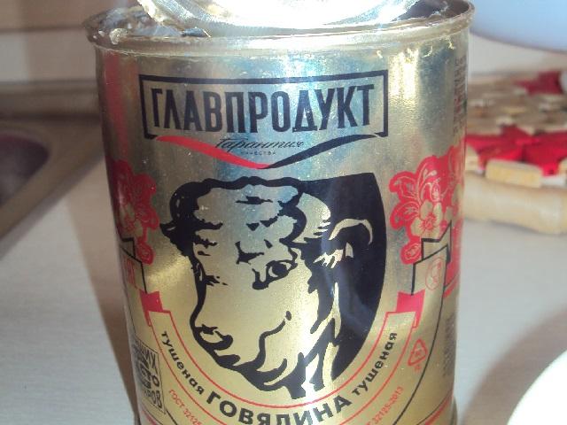 На Южном Урале покупатель обнаружил в банке с тушенкой шокирующую находку