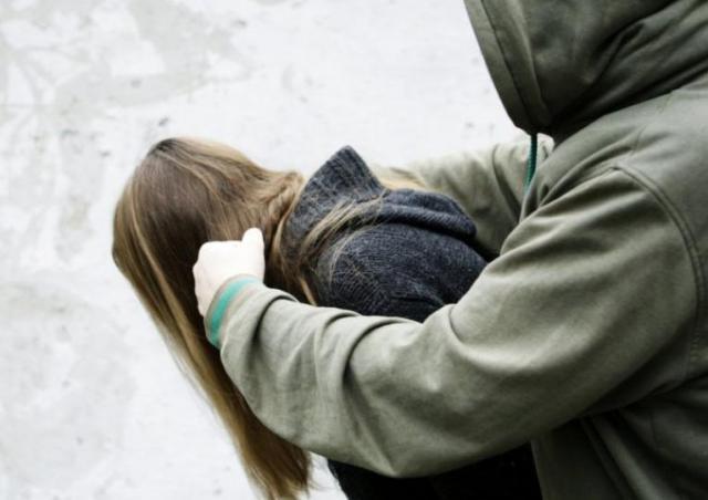 НаЮжном Урале девушка была изнасилована подороге домой