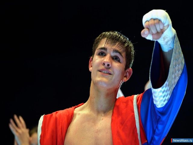 Боксер Константин Пономарев победил жителя Америки Паредеса