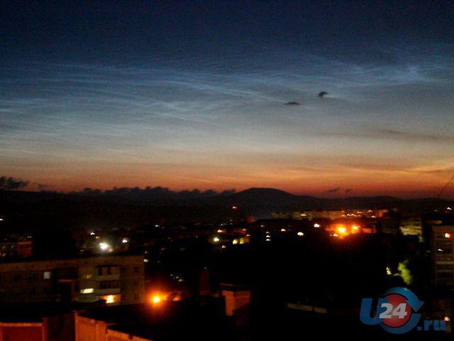 Ночью над Омском увидели светящиеся серебристые облака