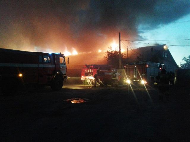 ВЧелябинске произошел пожар намебельной фабрике