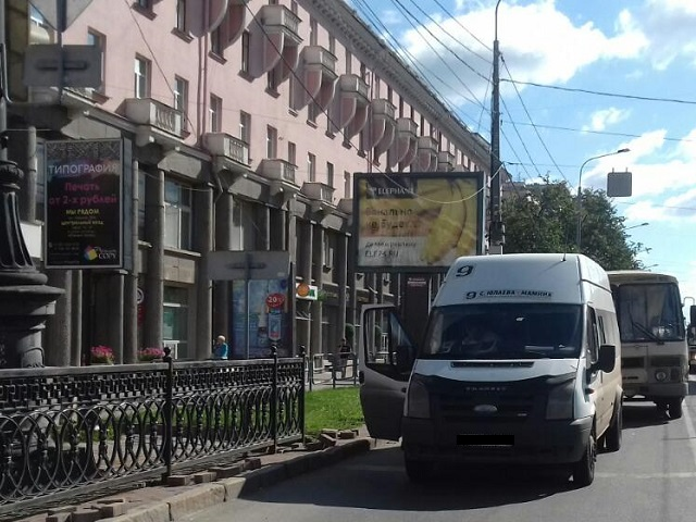 Челябинка пострадала после столкновения маршрутки иПАЗа