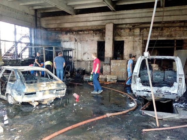 Цех поустановке газового оборудования с 2-мя авто сгорел вЧелябинске