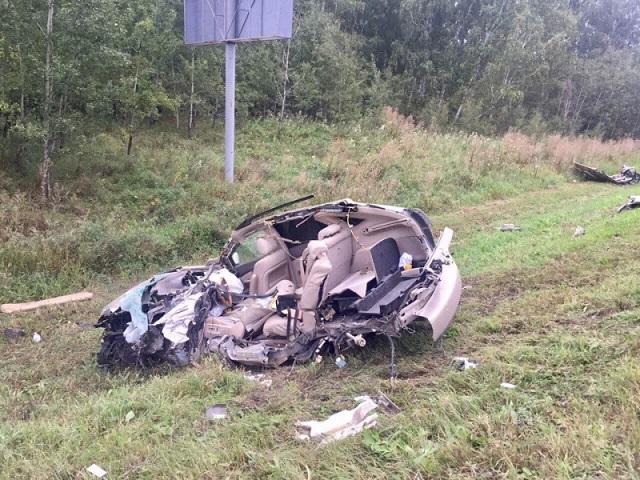 ВЧелябинской области столкнулись лексус и грузовой автомобиль, есть погибший