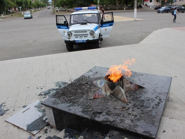 ВЮжноуральске девушек, осквернивших мемориал «Вечный огонь», приговорили кограничению свободы