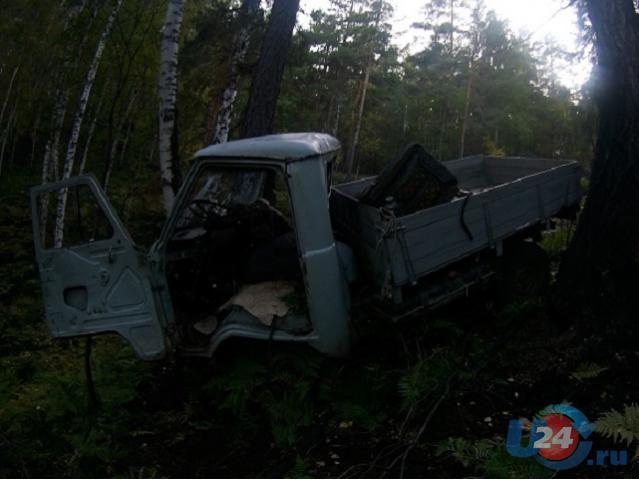 УАЗ врезался вдерево, пассажир-пенсионер умер
