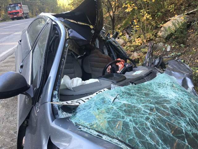 ВЧелябинской области вДТП сфурой шоферу легковушки оторвало руку
