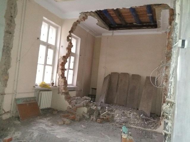 В детской поликлинике на Южном Урале рухнула стена