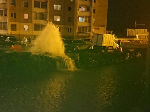 Вмикрорайоне Чурилово из-за дорожной аварии натеплосетях появился фонтан