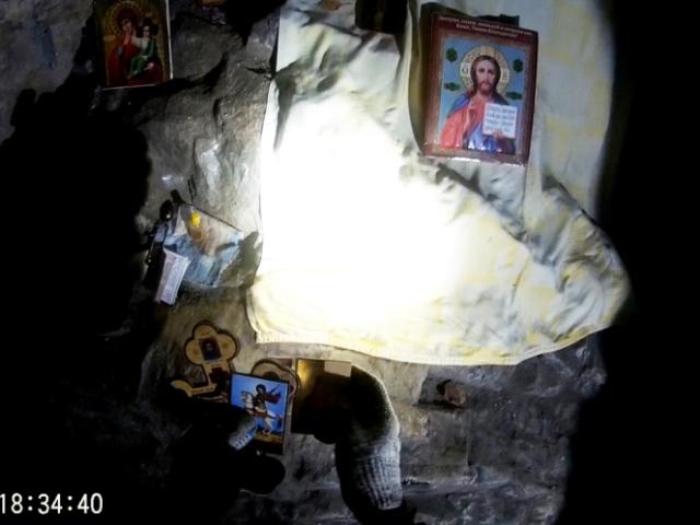 «Были поражены увиденным». Неизвестные расставили иконы вСугомакской пещере ФОТО