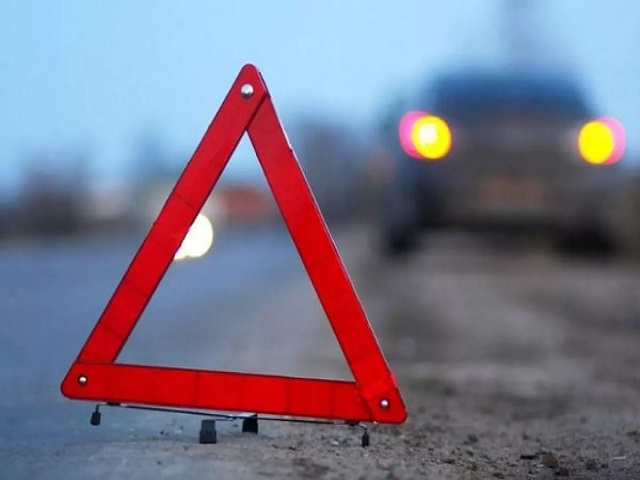 Под Челябинском иностранная машина  слетела вкювет иперевернулась, умер  пассажир