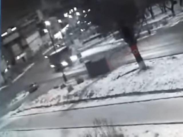 Уличные камеры зафиксировали момент страшного ДТП с большегрузом в Златоусте