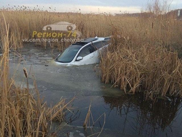 В Челябинской области «Ягуар» вылетел с трассы после столкновения с совой и утонул в озере