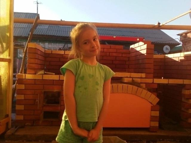 Собрали 36 тысяч рублей: продолжается сбор средств для 9-летней троичанки, которой проткнули глаз на перемене
