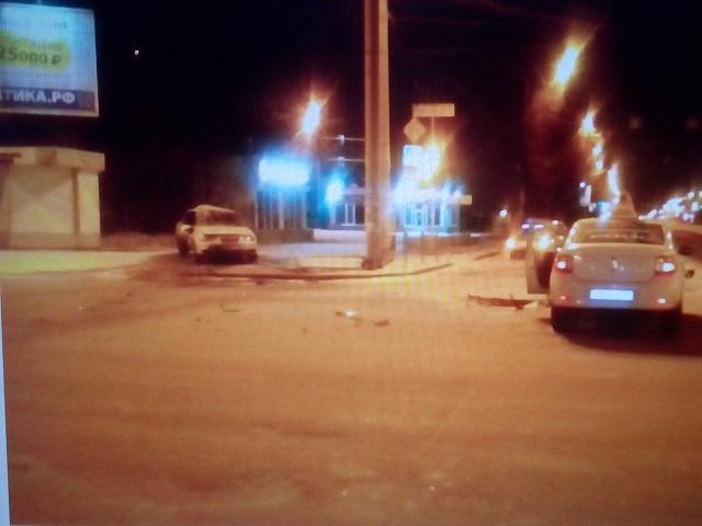 ВЧелябинске такси протаранило легковую машину: трое пострадали