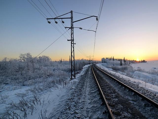 В Чебаркульском районе грузовой поезд сбил женщину