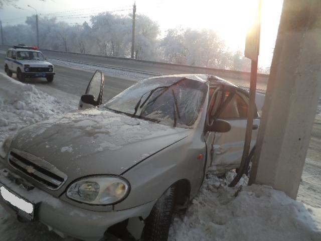 В Магнитогорске автолюбительница попала в больницу после столкновения с электроопорой