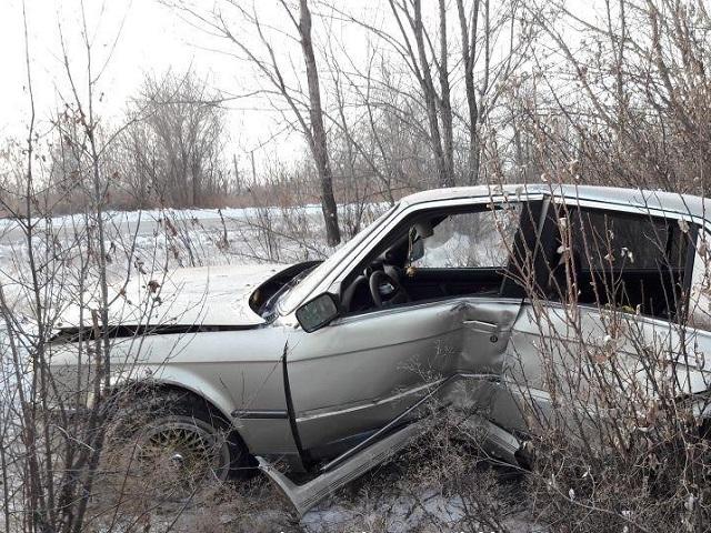 В Троицке водитель BMW улетел в кювет на скользкой дороге