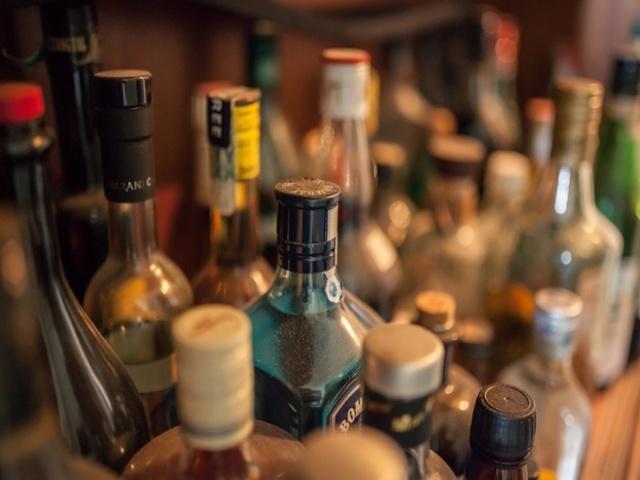 В Троицке нашли более 200 коробок с паленым алкоголем