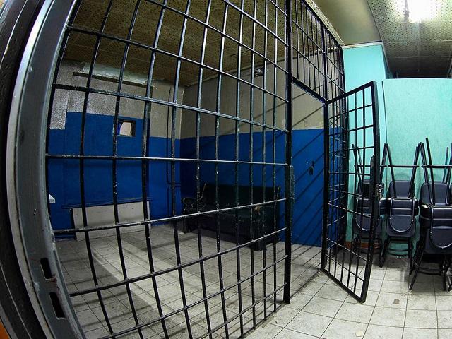 Миасского депутата задержали завзятку годичной давности