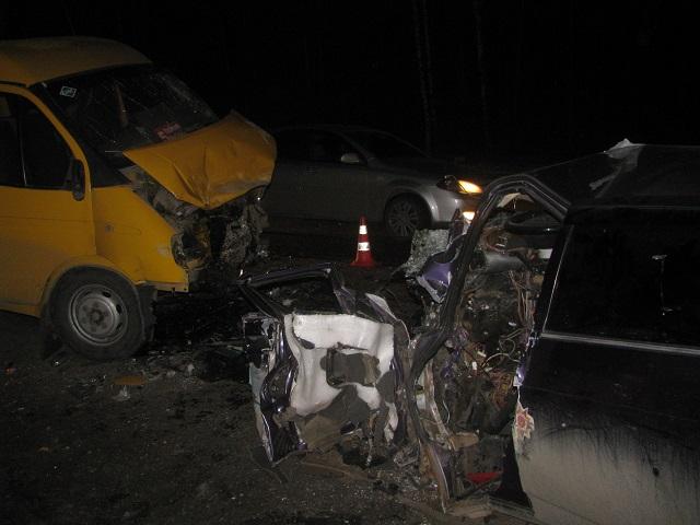 Нетрезвый мужчина зарулем «ВАЗа» протаранил маршрутку вМиассе. шофёр легковушки умер