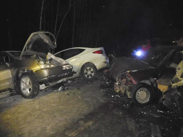 Столкнулись семь машин: жуткое ДТП случилось натрассе под Миассом