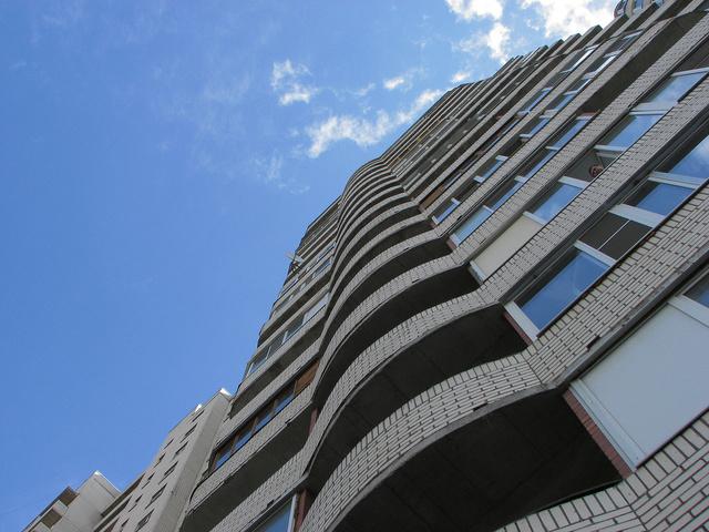 В Миассе мать двух детей упала с восьмого этажа