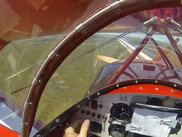 Видео дня: пилот запустил заглохший двигатель в нескольких метрах от земли