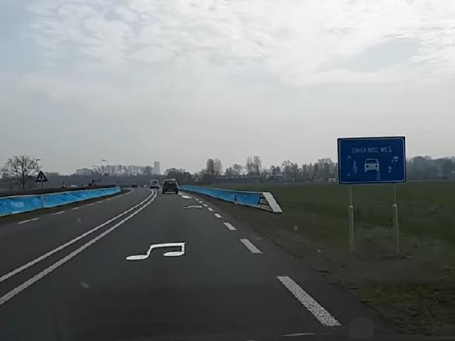 ВНидерландах демонтировали «поющую» дорогу, которая заставляла водителей соблюдать высокоскоростной режим