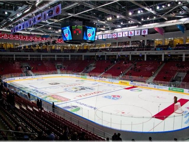 Легенды хоккея провели мастер-класс воВладивостоке