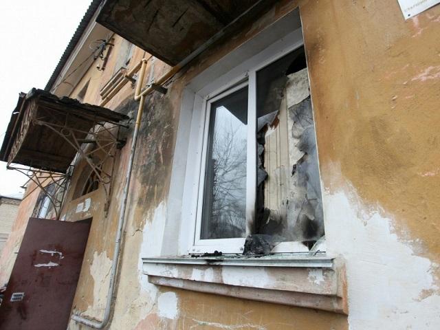 В Челябинске неизвестный кинул в окно квартиры бутылку с зажигательной смесью. Пострадали двое детей