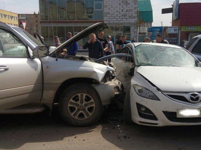В Чебаркуле водитель посадил за руль ребенка и спровоцировал массовое ДТП