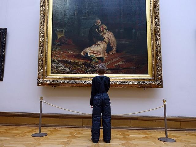 Пьяный вандал повредил знаменитую картину Репина в Третьяковской галерее