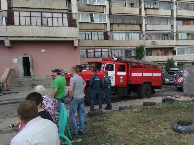 Зажегся электрощиток. Пожарные эвакуировали жильцов многоэтажки вМагнитогорске