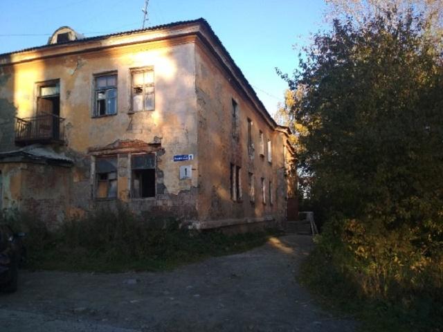 В Челябинской области разваливается дом, в котором живут семьи с детьми