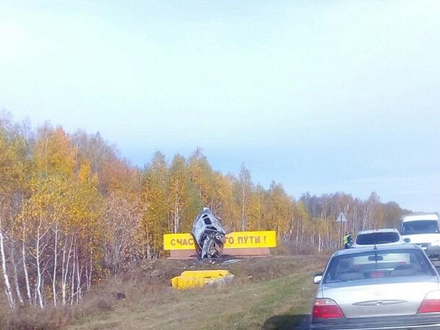 В Челябинской области водитель сгорел заживо, врезавшись в стелу «Счастливого пути»