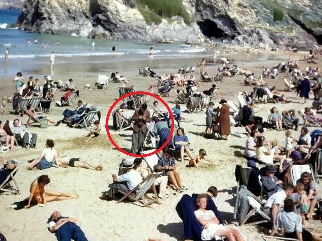 Пользователи соцсетей нашли на снимке 1943 года «путешественника во времени»