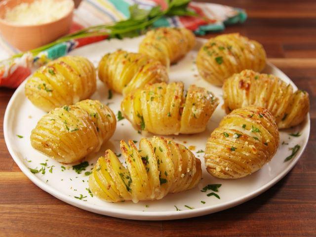 Вкуснятина из духовки: 13 лучших рецептов запеченного картофеля