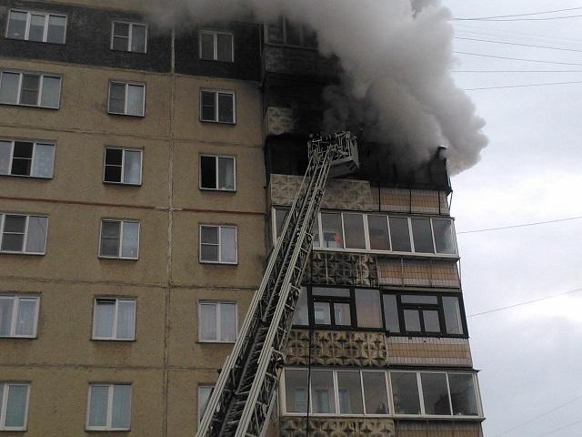 Шесть человек эвакуировали из челябинской многоэтажки из-за пожара