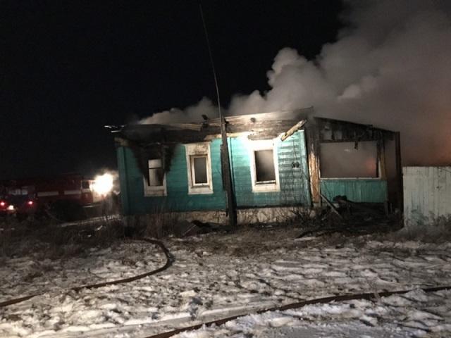 Семилетний ребенок и двое взрослых погибли на пожаре в Челябинской области