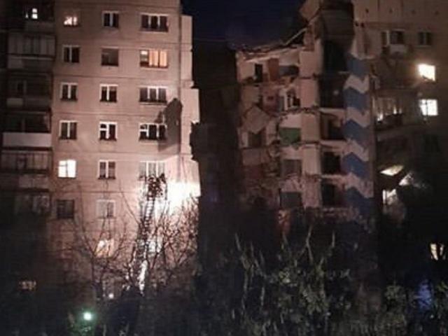 В Магнитогорске из-за взрыва обрушился подъезд многоэтажного дома. Есть погибшие