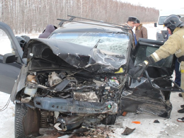 В Челябинской области женщина за рулем иномарки погибла в лобовом столкновении с внедорожником