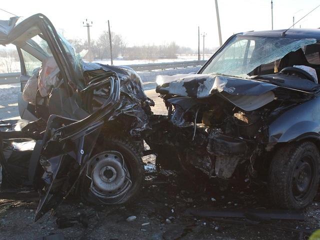 Погиб пассажир: в Челябинской области женщина устроила лобовое ДТП