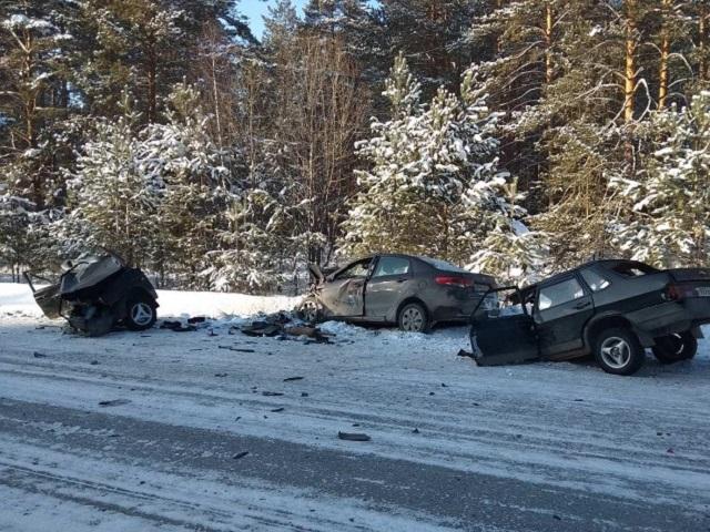 Кузов пополам: две женщины чудом выжили в страшном ДТП в Челябинской области