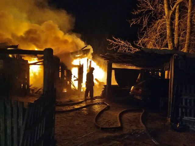 В МЧС рассказали подробности пожара в Миассе, на котором погибла восьмилетняя девочка