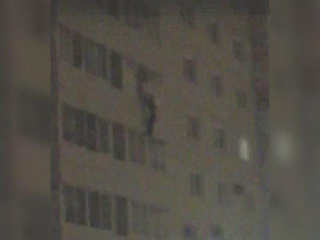 Южноуралец выпал с четвертого этажа