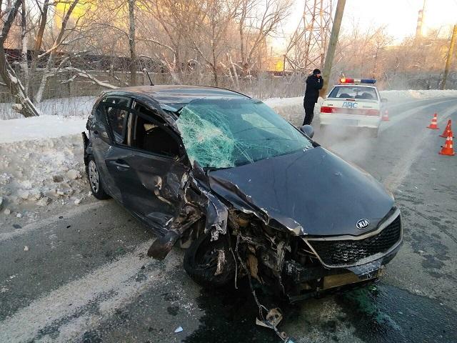 В Челябинске женщина за рулем KIA протаранила маршрутку с пассажирами