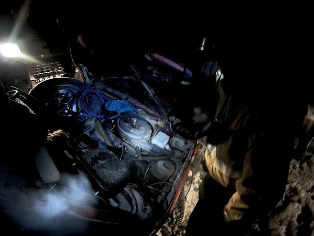 Миасские спасатели освободили водителя из искореженной после ДТП «Нивы»