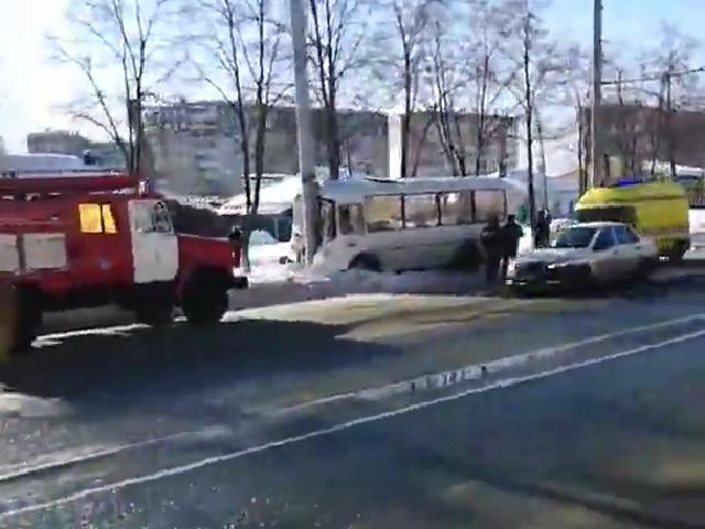 В Челябинске маршрутный «ПАЗ» с пассажирами протаранил бетонный столб