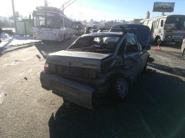 За сутки в Челябинске два человека пострадали в ДТП
